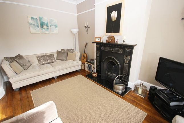 Thumbnail Terraced house for sale in Broadfield Road, London