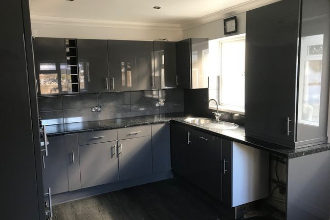 Thumbnail Terraced bungalow to rent in Heath Hill Ave, Brighton 4Fh