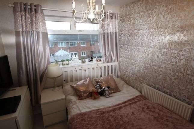 Bedroom of Kenyon Close, Hyde, Greater Manchester SK14