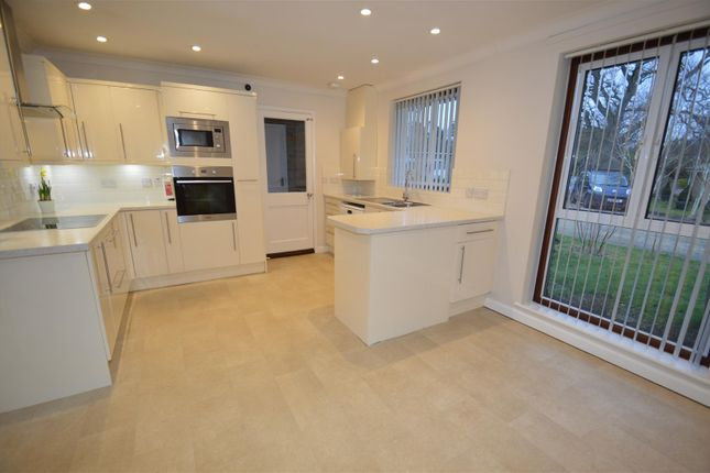 Thumbnail Bungalow to rent in Oaktree Close, Rodmell Road, Tunbridge Wells