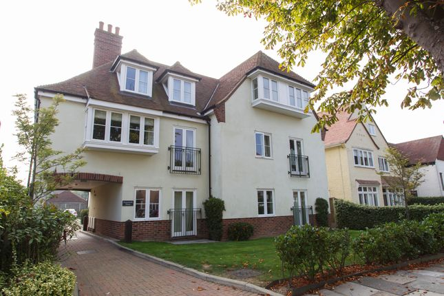 2 bed flat to rent in Winchester Road, Frinton-On-Sea CO13