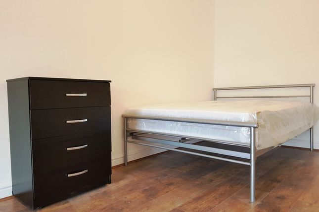 Thumbnail Shared accommodation to rent in Wimslow Road, Manchester