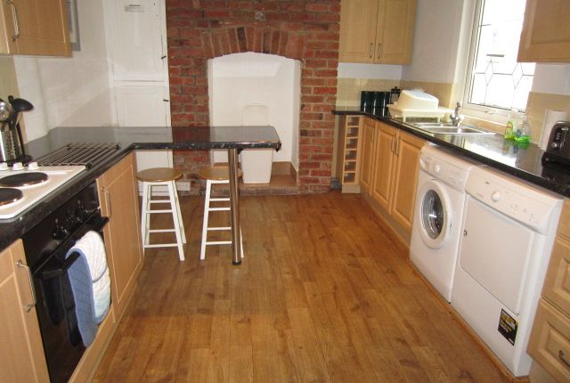 Thumbnail Shared accommodation to rent in Westhill Road, Mutley, Plymouth