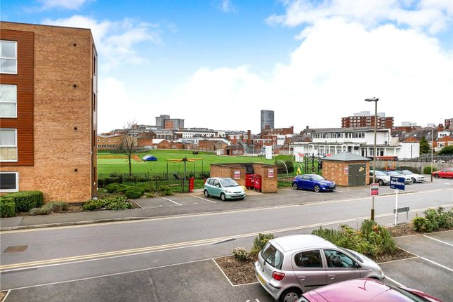 Picture No. 18 of Pavilion Close, Leicester LE2