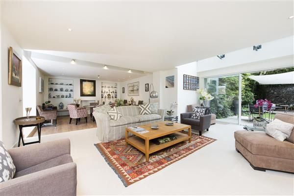 Thumbnail Property to rent in Cadogan Lane, Belgravia