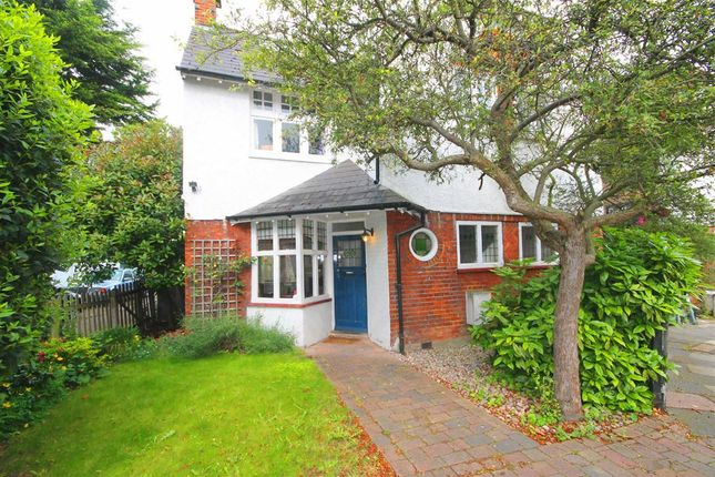 Thumbnail Property for sale in Holmesdale Avenue, London