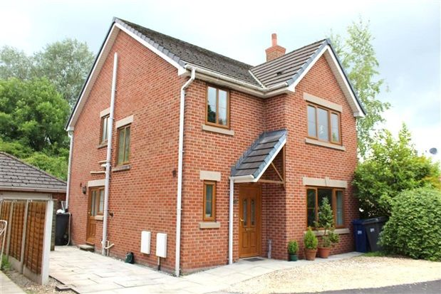 4 bed property for sale in Longmeanygate, Leyland