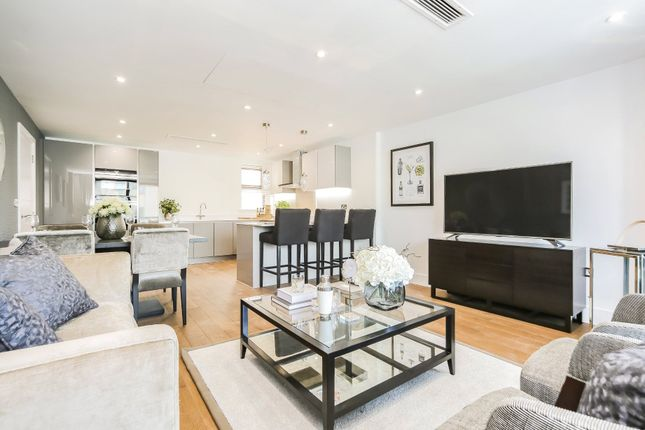 3 bed flat for sale in Granville Road, Childs Hill, London NW2