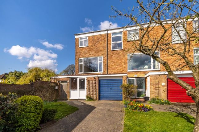 3 bed terraced house to rent in Leybourne Close, Bromley BR2
