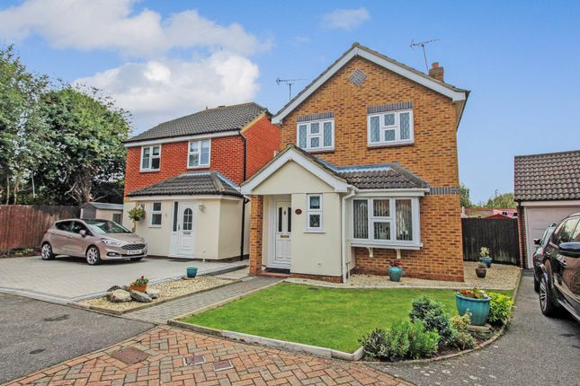 3 bed detached house for sale in Niven Close, Wickford SS12