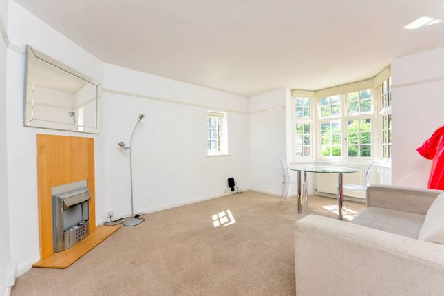 2 bed flat to rent in Chaucer Court, Guildford