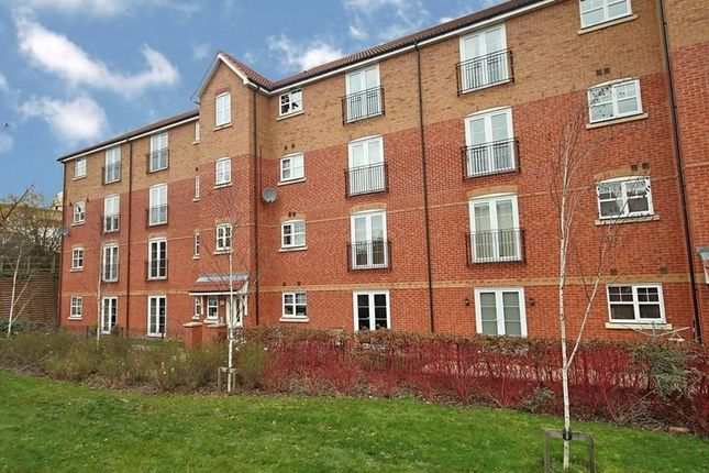 2 bed flat to rent in Garden Court, Design Close, Bromsgrove, Worcestershire