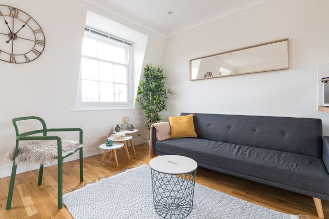 Thumbnail Triplex to rent in Danbury Street, London