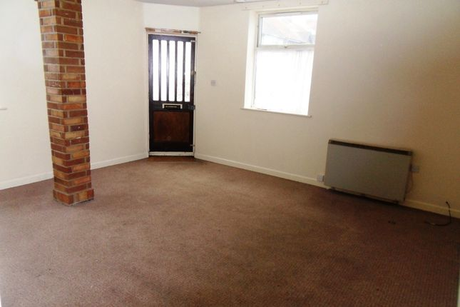 Thumbnail Flat to rent in Norwich Road, Lowestoft
