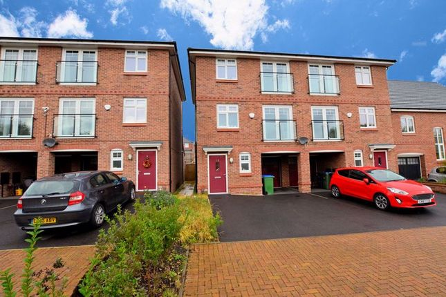 Thumbnail Town house for sale in Evered Close, Smethwick