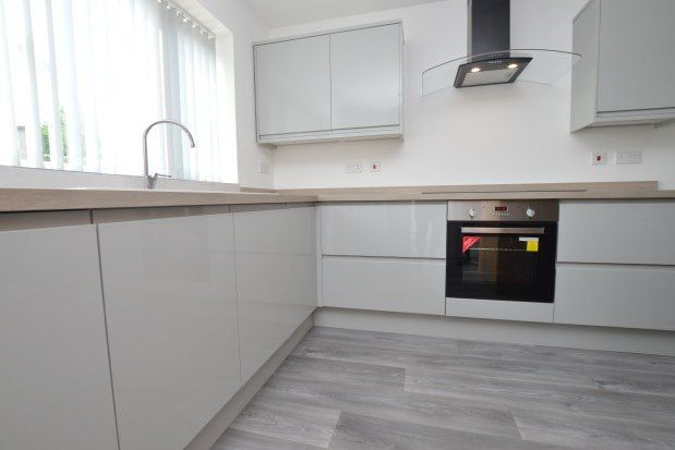 3 bed property to rent in The Mount, Castleford WF10