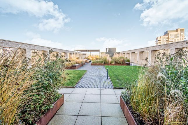 Thumbnail Penthouse for sale in Dingwall Road, Croydon