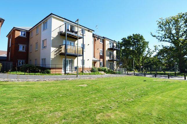 Thumbnail Flat for sale in Cavendish Drive, Locks Heath, Southampton