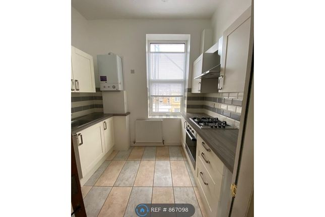 3 bed flat to rent in St. Johns Lane, Halifax HX1