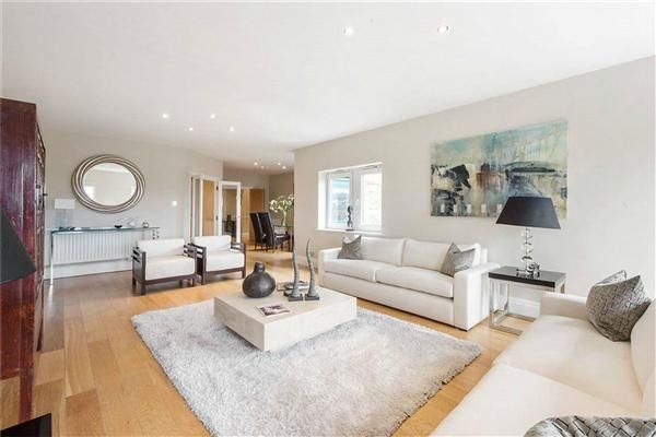 4 bed flat for sale in Warren House, Beckford Close, London