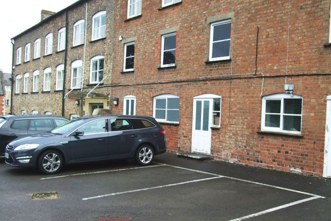 Warehouse to let in Bond's Mill, Bristol Road, Stonehouse, Glos