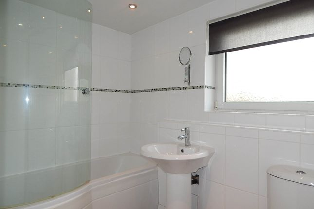 Bathroom of Richardson Avenue, South Shields NE34