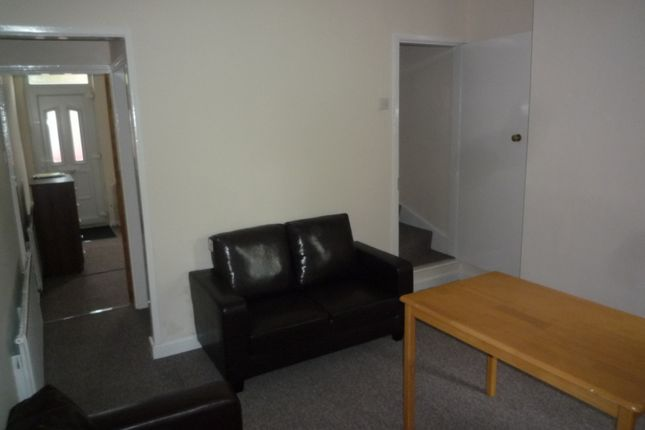 2 bed property to rent in Dallas York Road, Beeston