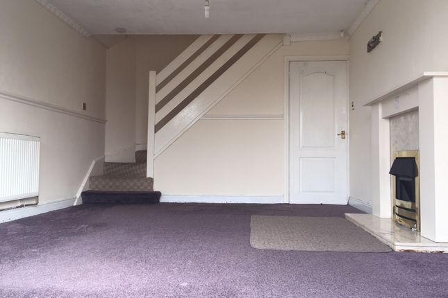Thumbnail Town house to rent in Spinkwell Close, Bradford