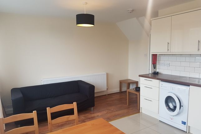 Thumbnail Flat to rent in Olney Road (Available August 2018), Kennington