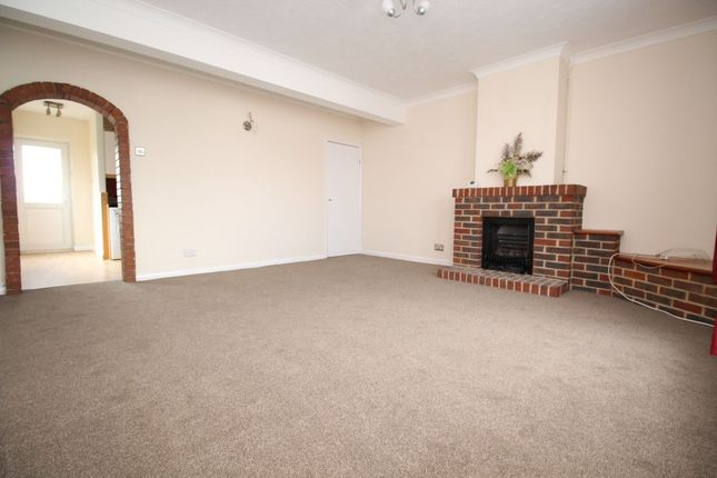 Thumbnail Flat to rent in Sompting Road, Lancing