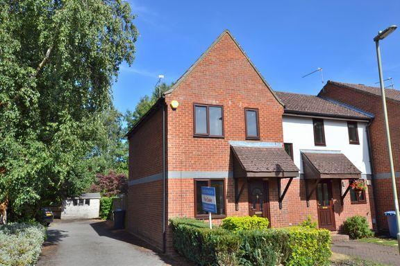 Thumbnail Terraced house for sale in Cherberry Close, Fleet