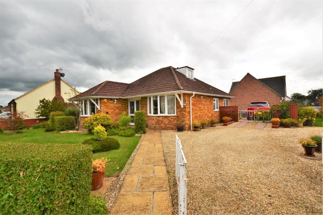 2 bed detached bungalow for sale in Brashfield Road, Bicester