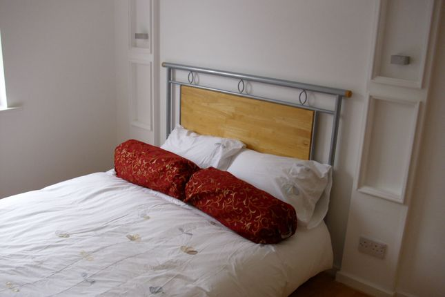 Thumbnail End terrace house to rent in Meadow Road, Slough