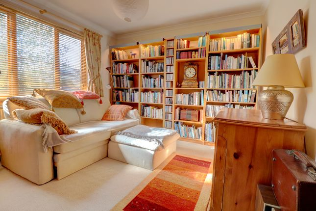 Bedroom 3 / Library