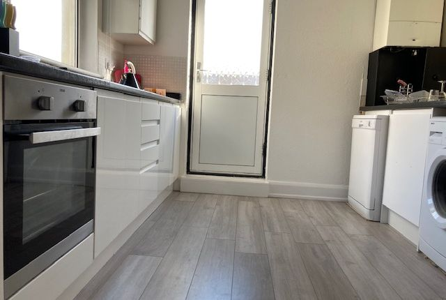 Thumbnail Flat to rent in Chesterton Lane, Cirencester