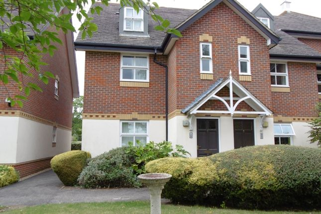 Thumbnail Flat to rent in Farriers Mews, Abingdon