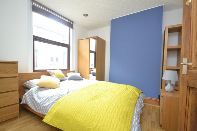 Thumbnail Room to rent in Stanningley Road, Armley, Leeds