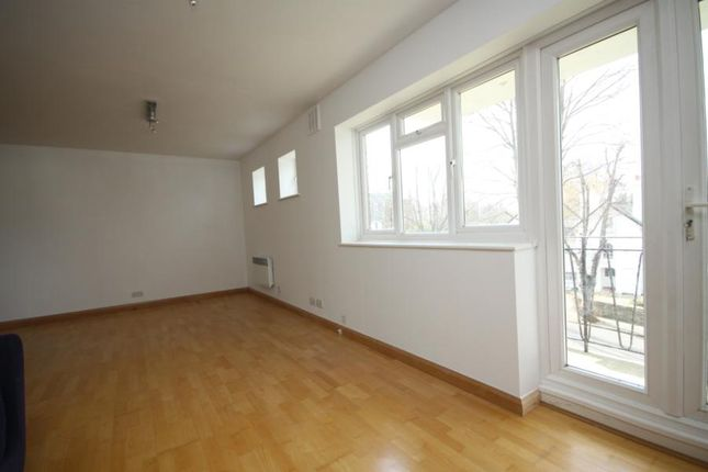 Flat to rent in The Glebe, Blackheath