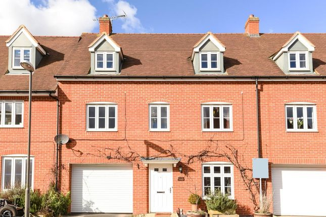 Thumbnail Town house to rent in Buckingham Park, Aylesbury