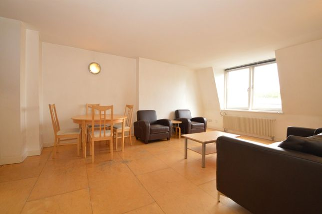 2 bed flat to rent in Goswell Road, Clerkenwell EC1V