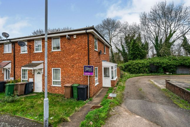 2 bed end terrace house for sale in Lawford Close, Luton LU1