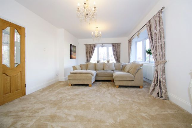 Lounge of Farwell Road, Sidcup DA14