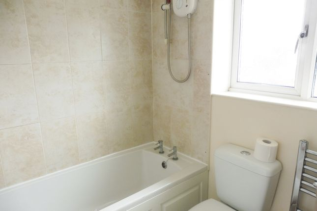 Family Bathroom of Quern Way, Darfield S73