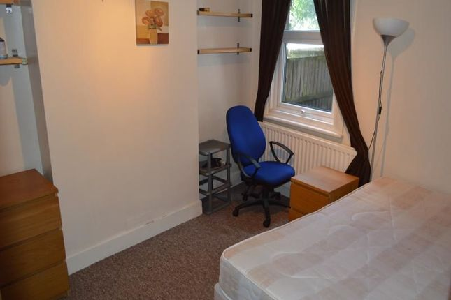 Thumbnail Room to rent in Kennard Street, London