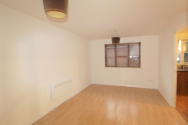2 bed flat to rent in Martini Drive, Enfield EN3
