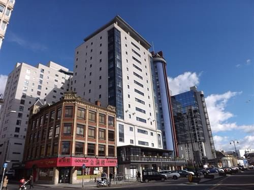 Flat to rent in Churchill Way, Cardiff