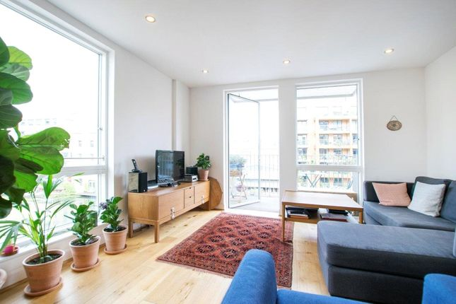 3 bed flat for sale in Hertford Road, London