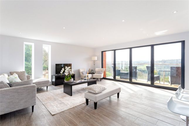 Thumbnail Flat for sale in The Mount, Warlingham, Surrey