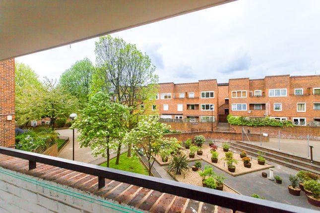 Balcony of Cowenbeath Path, Islington N1