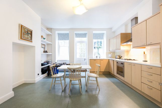 2 bed flat for sale in Sloane Court West, London